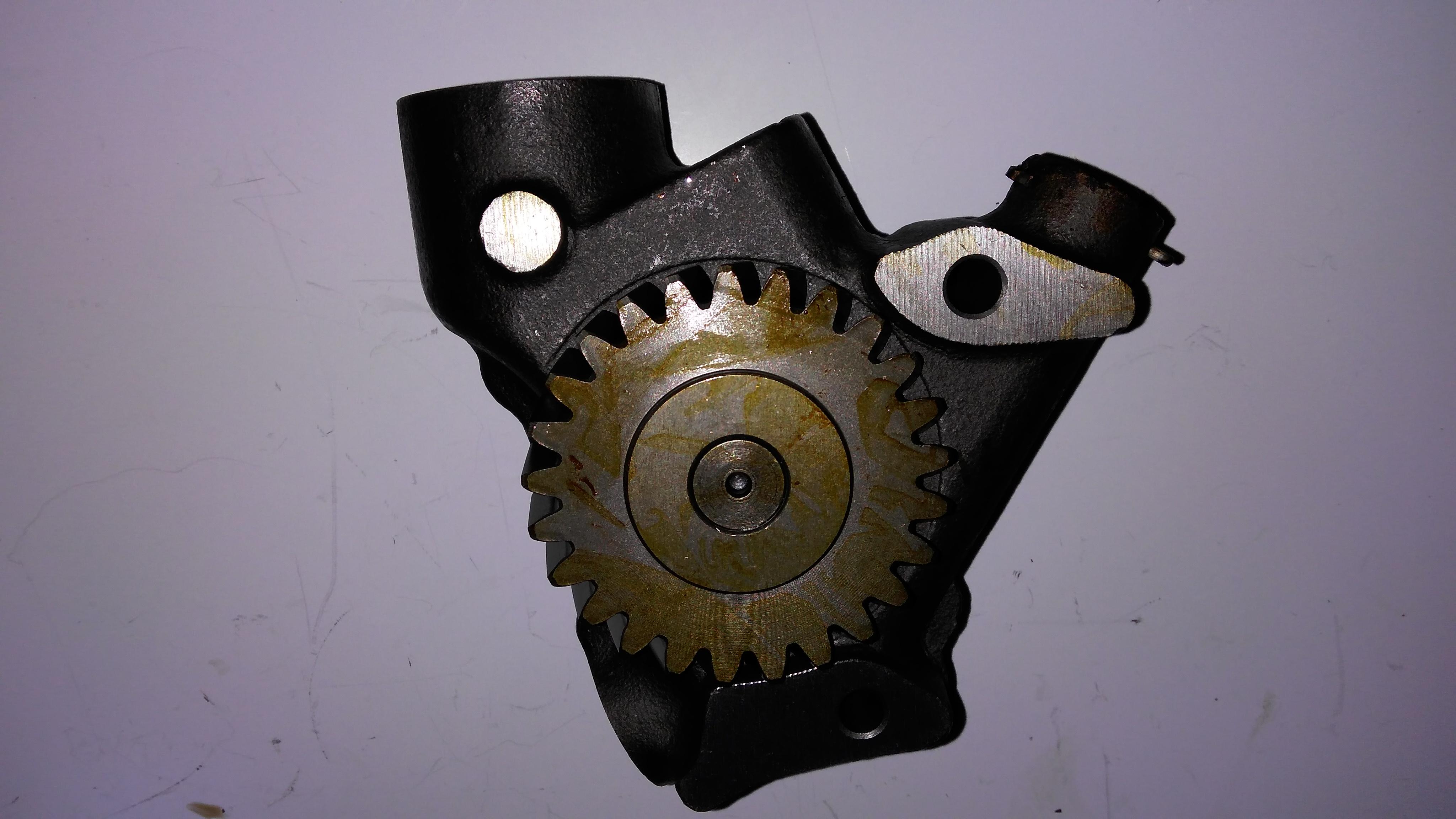F6L913 oil pump