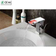 Hochwertige Einzelhandgriff LED Messing Wasserfall Bassin Wasserhahn (QT14510F)