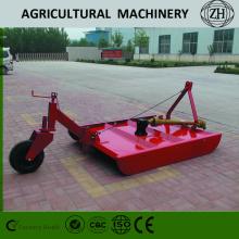 Traktör, Kırmızı Renkli Çim Biçme Makinesi'ni uygular
