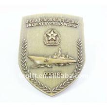 Военная металлическая медаль с античной бронзой