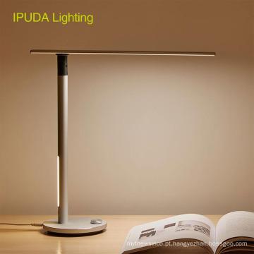 As crianças estudam a luz de olho-importando da leitura IPUDA que iluminam a lâmpada de mesa de dobramento do diodo emissor de luz de Dimmable Lampat
