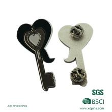 Personalizado promocional coração chave pin emblema para presente (xd-09017)
