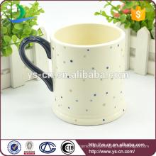 Taza de cerámica caliente de la etiqueta del punto de la venta en blanco