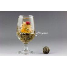 Künstlerischer Blumentee Blühender Tee