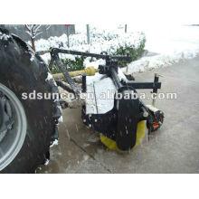 Hydraulische Straßenkehrmaschine am Traktor