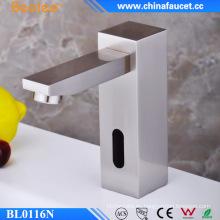 Solo grifo de lavabo de sensor infrarrojo con sensor automático