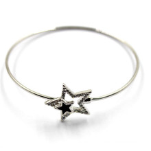 Bracelet en fil d'argent avec boucles d'étoile pour le charme