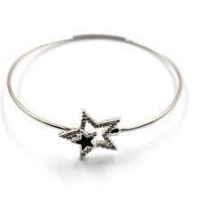 Pulseira de arame de prata com fivelas de estrela para charme