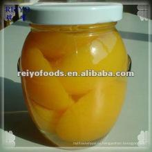 Лущеные половинки персика в легком сиропе