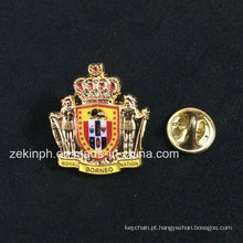 O metal 3D Crown Souvenir Pin Badge com esmalte macio