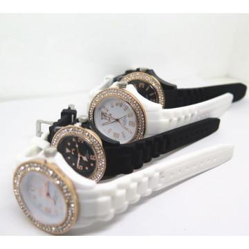 Usine OEM Diamante charme Silicone Couples montre-bracelet (HL-CD002)