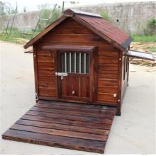 Große Holzhausvilla im Freien für Hund
