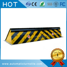 Traffic hydraulic road blocker