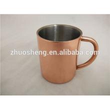 Tasse de cuivre antique avec tasse de logo moscow mule