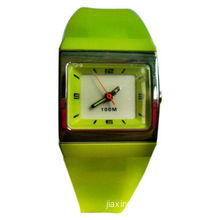 Promotional Desk Clock, Ideal for Table Decorations, Various Colors are Available