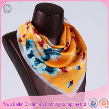 Customized Fashion High Quality Ladies Silk Scarf em muitos estilos