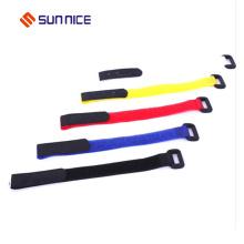 Courroie de fermeture à boucles et crochets avec boucle élastique
