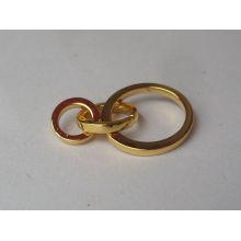 Dessin simple logo gravé anneau en métal doré pour pendentif