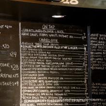 Würzen einer Bar Liquid Staples Chalkboard Display