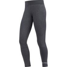 Fitness de mujer corriendo pantalón largo negro