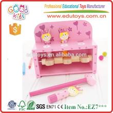 Деревянная скамья для девочек