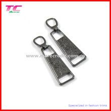 Kundenspezifische Gun Metal Debossed Logo Zipper Abzieher für Sportbekleidung