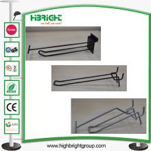Gridwall Slatwall Single Doppelhaken mit einem Preisschild