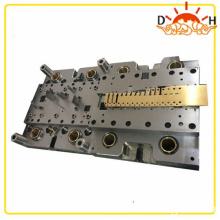 Fabricante de matrices de herramientas de punzonado y prensa de piezas automotrices