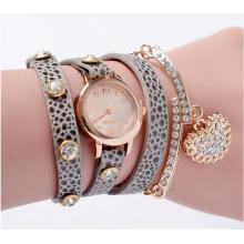 Yxl-400 2016 New Fashionable Leopard Weave Wrap Rivet Leather Bracelet Watch for Women Quartz Diamond Wrist Watch