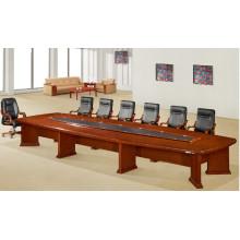 Verfügbarer großer Konferenztisch für Steckdose und Steckdose
