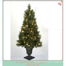 El PVC llevó la luz del árbol del cono de la Navidad