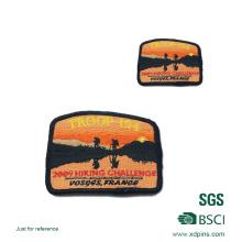 Logotipo personalizado Parche / Insignias de bordado de color rojo