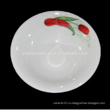 С круглой керамической тарелкой для цветов