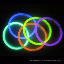 партия выступает Glow браслет