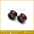Dernières conception Brown en bois coeur jauge Plugs corps bijoux en gros