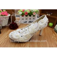 Le mariage est élevé avec des chaussures de femmes blanches en lacet et perle plateforme étanche aux élégantes chaussures de mariée WS011