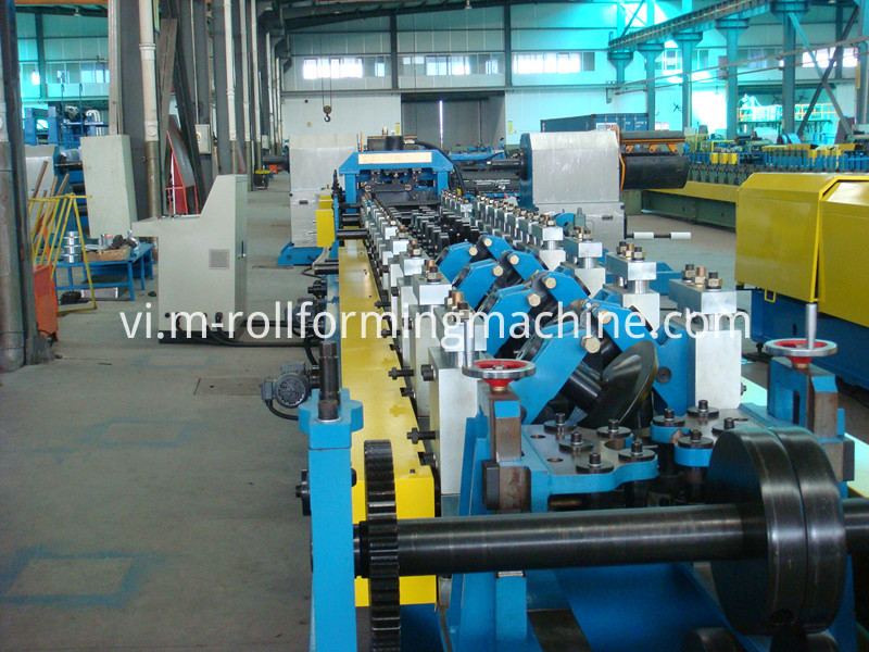 C type steel purline roll forming machine