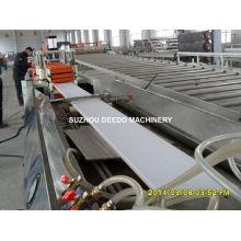 Línea de producción de la máquina de la protuberancia del panel de pared del techo del PVC
