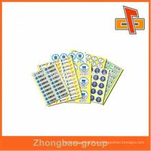 El OEM y acepta la orden de encargo imprimió etiquetas adhesivas de la etiqueta engomada con precio competitivo
