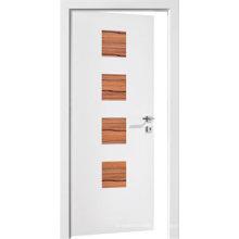 A madeira branca do escritório moderno interior moldou a porta com janela de vidro