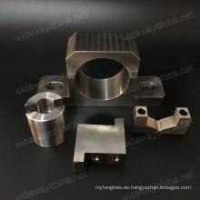 Precisión superior Todo tipo de piezas de maquinaria del centro de la máquina del CNC de aluminio para el uso de los productos residenciales, calidad estable y pequeña por lotes aceptada