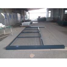 Ворота с ограждением из металлической сетки с ПВХ покрытием