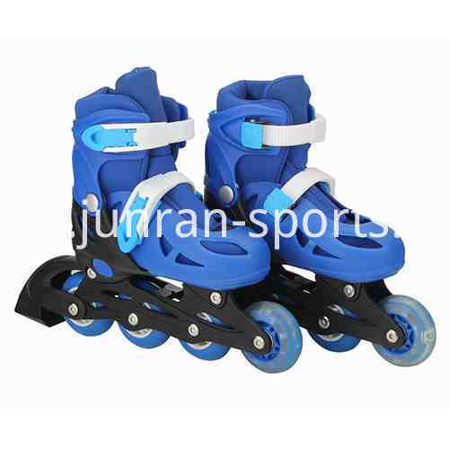 Telescopic roller skating shoes