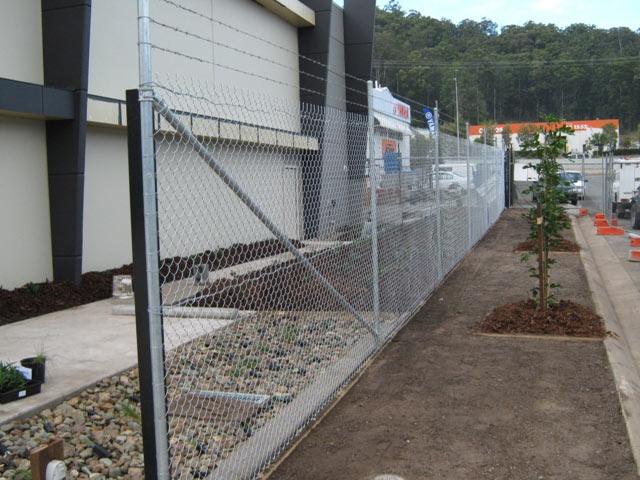 Aluminized chain link mesh
