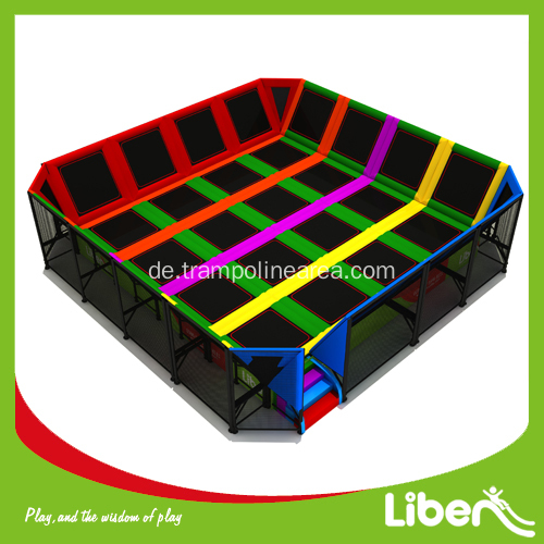 er ffnung des indoor trampolinraums. Black Bedroom Furniture Sets. Home Design Ideas