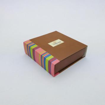 Kraft chocolate paper gift box