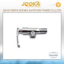 La palanca maneja la válvula triangular del cuarto de baño de 90 grados
