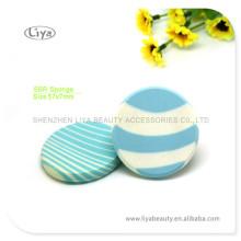 Une éponge cosmétique naturelle forme différente