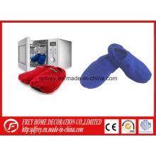 Zapatillas calentadas microondas de la venta caliente con el bolso del trigo