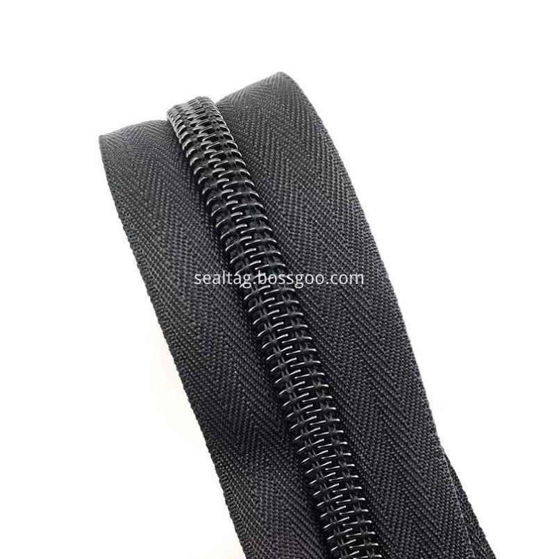Wall Up Zipper